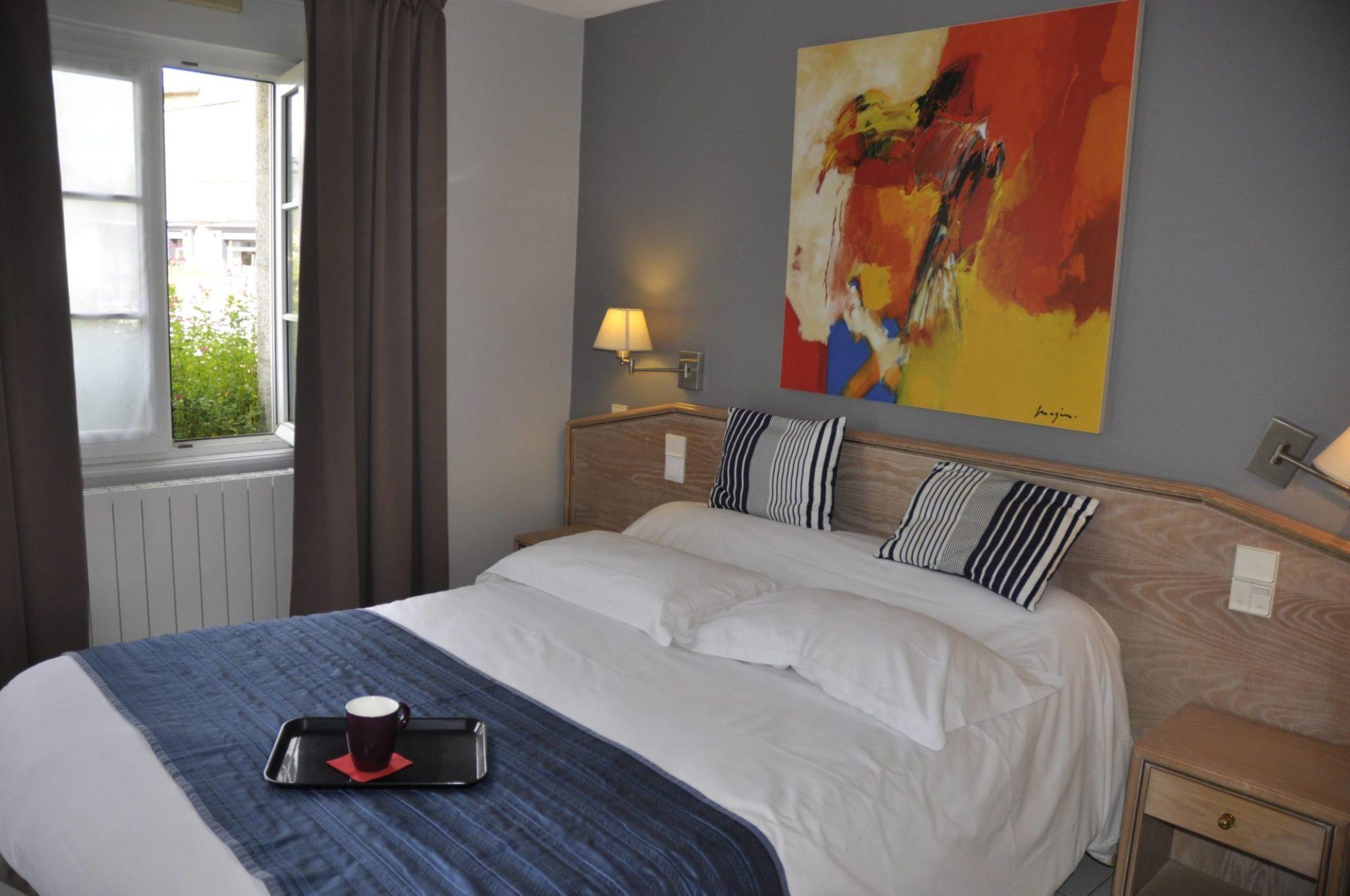 hotel-des-bains-lancieux.fr